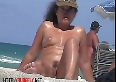 Exciting view of nude girl exceeding beach hunter
